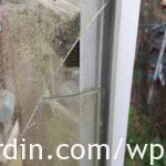 Glass resting on inner-frame_1